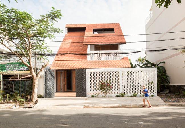 Kinh doanh - Biệt thự mái ngói ở TP.HCM gợi ý kiến trúc mới mẻ cho những căn nhà phố - 0