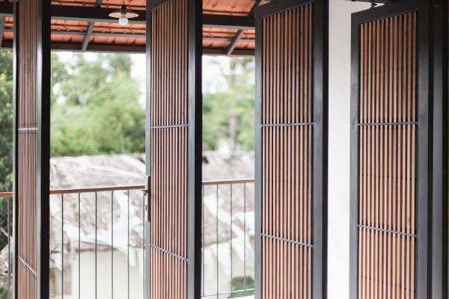 Kinh doanh - Biệt thự mái ngói ở TP.HCM gợi ý kiến trúc mới mẻ cho những căn nhà phố - 3