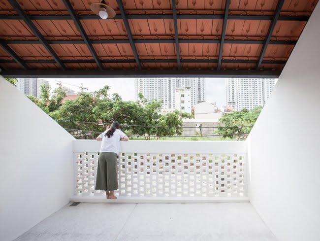 Kinh doanh - Biệt thự mái ngói ở TP.HCM gợi ý kiến trúc mới mẻ cho những căn nhà phố - 8
