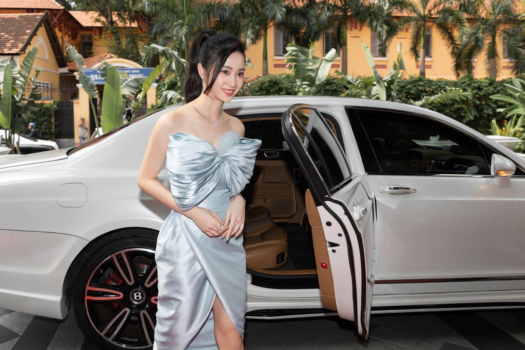 Ninh Duong Lan Ngoc gay 'nao loan' khi xuat hien ben dan sieu xe hon 200 ty dong - 9